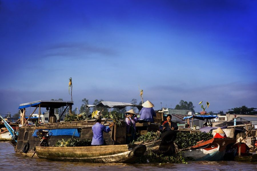 Floating-market-in-Mekong-1024x683